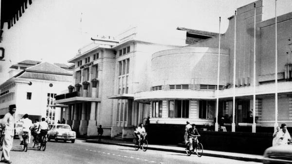 Photo datée du 15 octobre 1965 du palais de la Constituante à Bandung où s'était déroulée la conférence afro-asiatique des pays non alignés du 18 au 24 avril 1955, sur l'île de Java, en Indonésie.