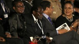 Shugaban Zimbabwe Robert Mugabe na cikin shugabannin kasashen duniya da suka halarci taron karrama Fidel Castro a Havana
