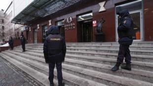 Полицейские возле офиса ФБК Алексея Навального утром 28 января 2018