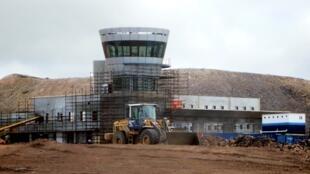 L'aéroport de Sainte-Hélène lors de la construction du terminal en septembre 2014. Sur ce chantier, 325 dépouilles d'«Africains libérés» ont été retrouvées en 2008.
