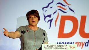 Arlene Foster habla ante la conferencia anual de su partido, el unionista DUP, el 26 de octubre de 2019 en Belfast, la capital norirlandesa