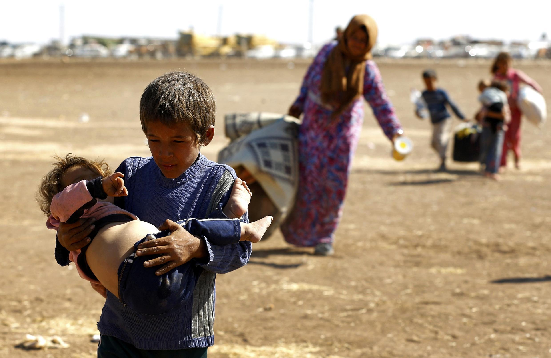 Arrivée de réfugiés kurdes syriens à la frontière turco-syrienne.