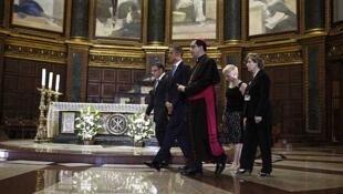 Presidentes americano e chileno, Mauricio Funes, visitaram ontem a catedral de São Salvador.