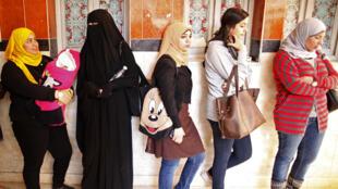 Filas marcaram a segunda fase do referendo sobre a nova Constituição egípcia.