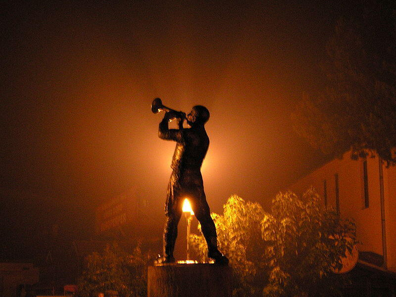 Statue of a trumpet player in Guca