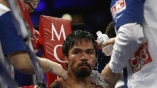 Le boxeur philippin Manny Pacquiao a perdu sa ceinture de champion du monde WBO des poids welters après sa défaite aux points contre l'Américain Timothy Bradley, à Las Vegas, le 9 juin 2012.