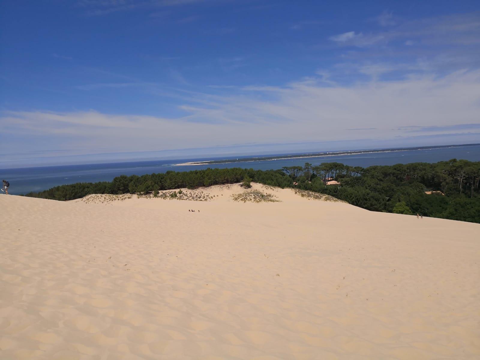 """""""No me imaginaba esta montaña de arena tan impresionante con árboles como antesala y el mar atrás"""", Marleny Ríos al visitar por primera vez la duna de Pilat."""