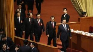 Chủ tịch Trung Quốc Tập Cận Bình, thủ tướng Lý Khắc Cường cùng các vị lãnh đạo khác đến dự phiên họp Quốc hội ngày 08/03/2016.