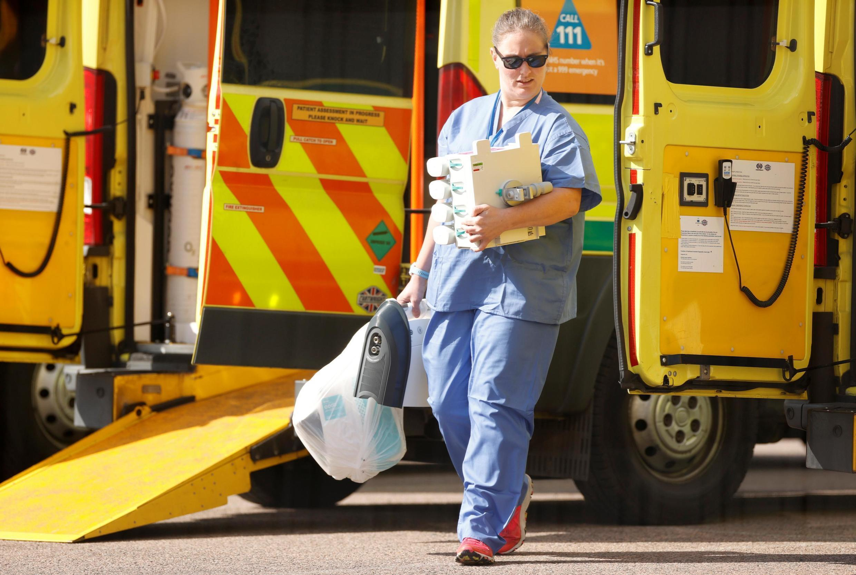 Le personnel médical au NHS Nightingale Hospital de l'Excel Center à Londres alors que le pays attend un pic de la maladie du coronavirus dans les prochains jours. Londres, le 14 avril 2020.