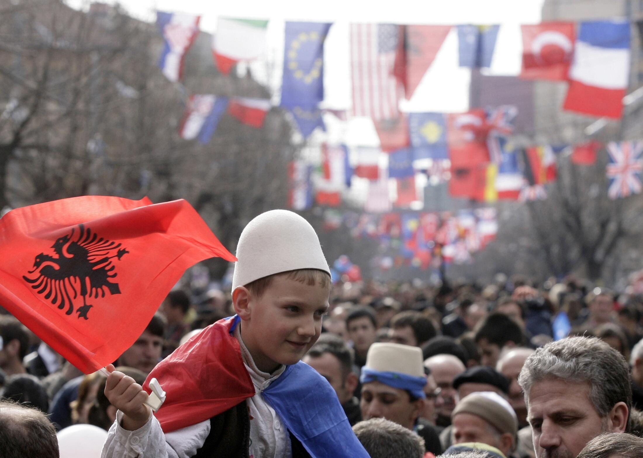 Người dân Kosovo mừng 3 năm độc lập, tách khỏi Serbia. Ảnh chụp ngày 17/02/2011.