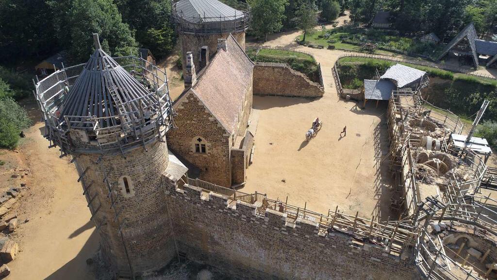 Une vue aérienne du château de Guédelon le 5 juillet 2019.