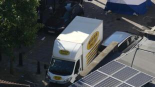 倫敦清真寺旁恐襲案現場,圖為撞擊行人的貨車。2017年6月19日
