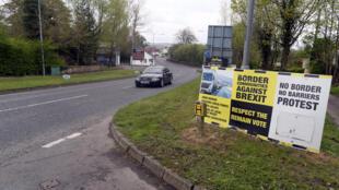 Постеры на границе между Ирландской республикой и Северной Ирландией