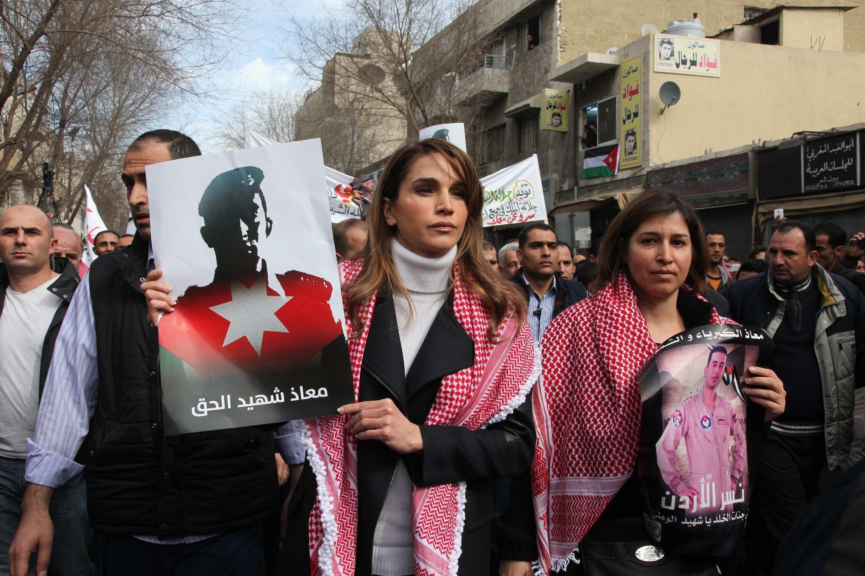 A rainha Rania, da Jordânia, em manifestação nesta sexta-feira em Amã.
