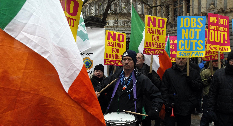 Manifestation contre les mesures d'austérité devant le Parlement irlandais, à Dublin, le 7 décembre 2010.