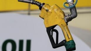 La dégringolade du pétrole précipite la baisse généralisée des prix tant redoutés.