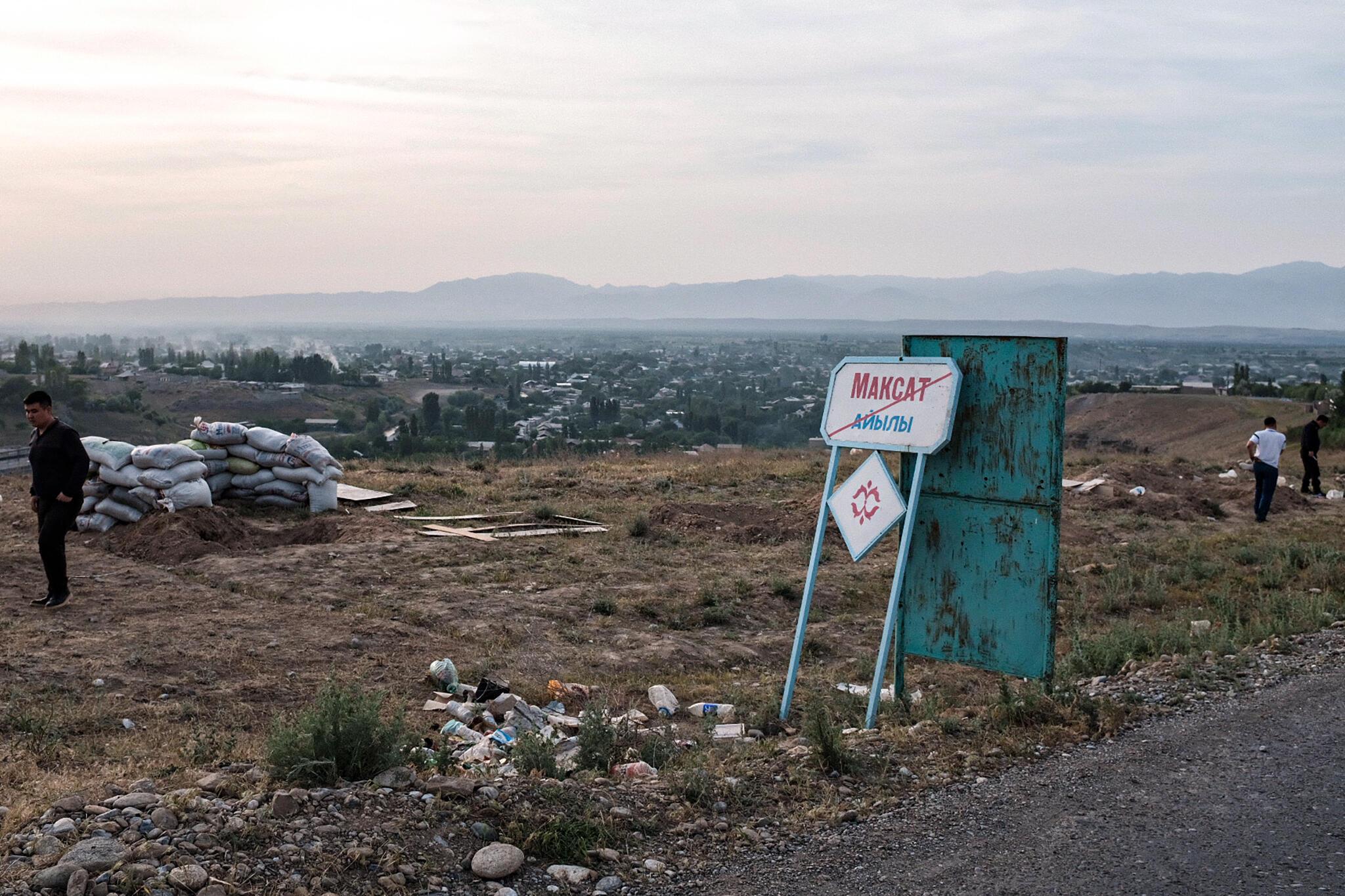 На границе кыргызского села Максат и таджиского джамоата Овчи Калача. Кыргызстан, 2 мая 2021 года.