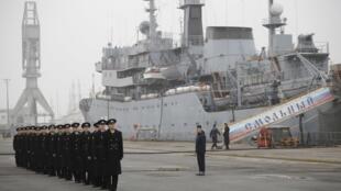 França adia decisão sobre entrega de navios Mistral à Rússia.