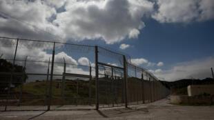La clôture barbelée qui sépare l'enclave espagnole du Maroc.