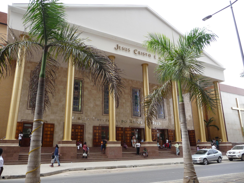 Igreja Universal do Reino de Deus, Luanda. 14 de Novembro de 2012.