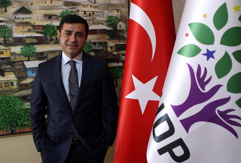 Selahattin Demirtas, président du parti kurde HDP, le 30 juillet à Ankara, est sous le coup d'une enquête préliminaire pour incitation à la violence.  [nid:500517252]