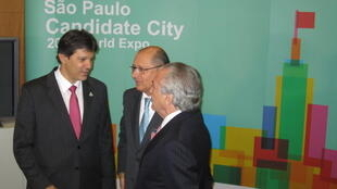 O prefeito de São Paulo Fernando Haddad (e), o governador Geraldo Alckmin e o vice-presidente Michel Temer (d) durante apresentação da candidatura para sediar a Expo 2020.