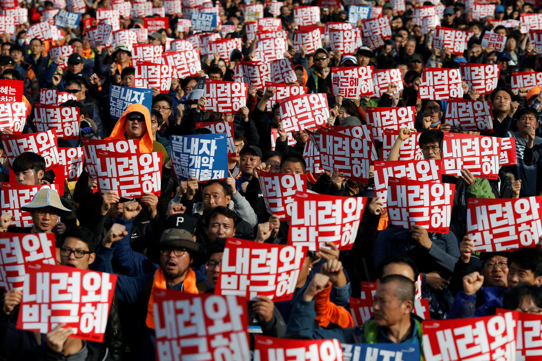 Biểu tình tại Seoul đòi tổng thống Park Geun-hye từ chức. Ảnh 12/11/2016.