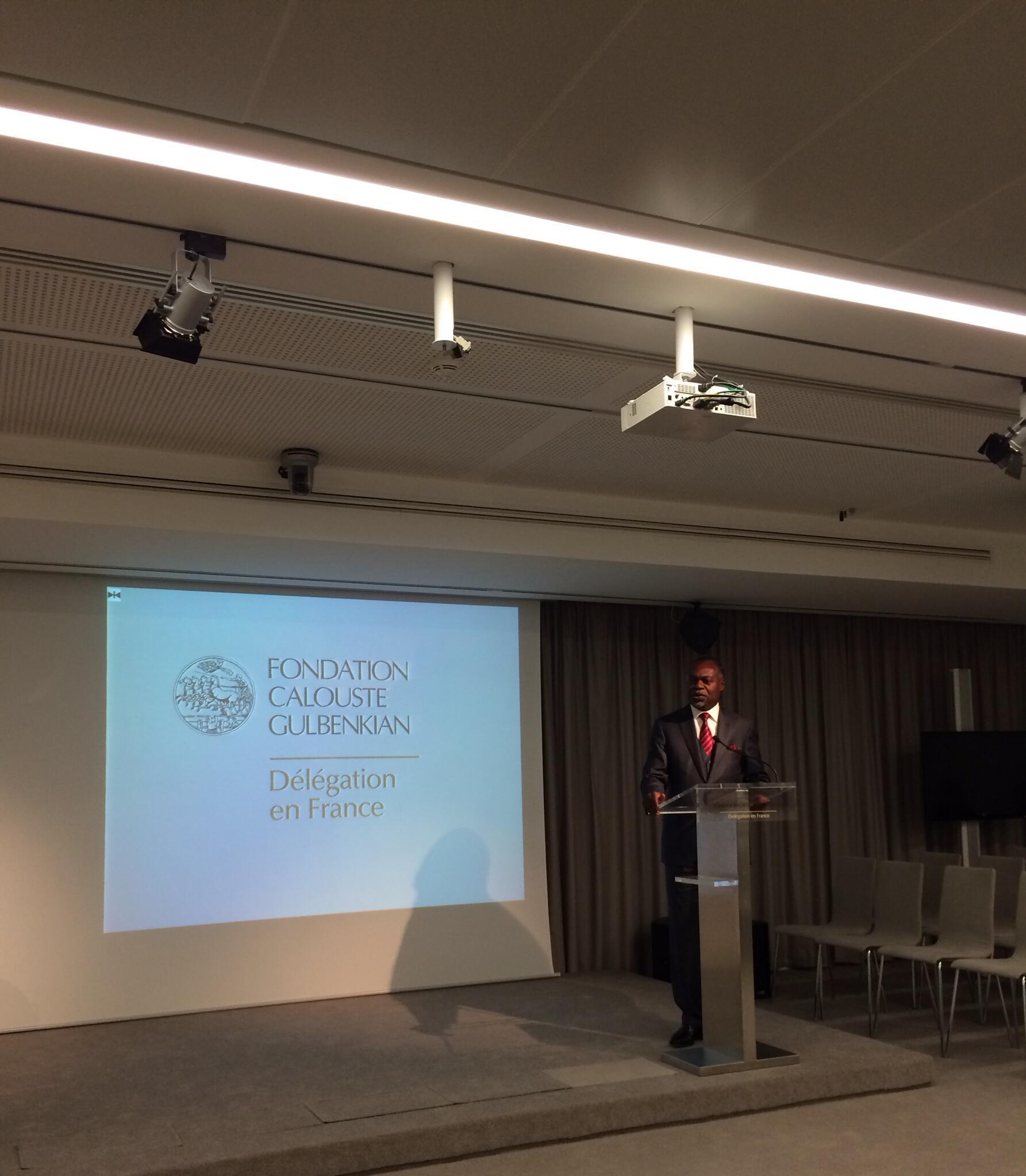 Embaixador angolano em França, Miguel Costa, nas comemoração do dia da Paz em Paris.