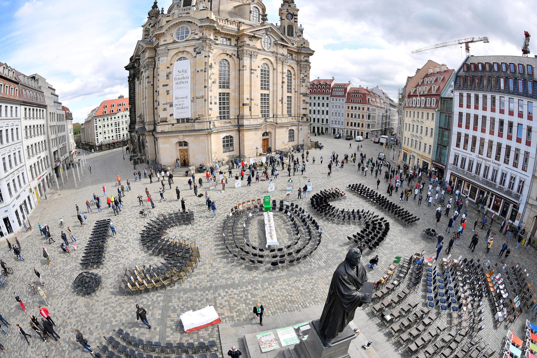 Акция в Дрездене владельцев ресторанов и гостиниц, оказавшихся на грани разорения во время карантина. 1 мая 2020.