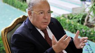 Le recteur de la mosquée de Paris, Dalil Boubakeur, a annoncé le 10 août 2010, l'ouverture officielle du ramadan en France.