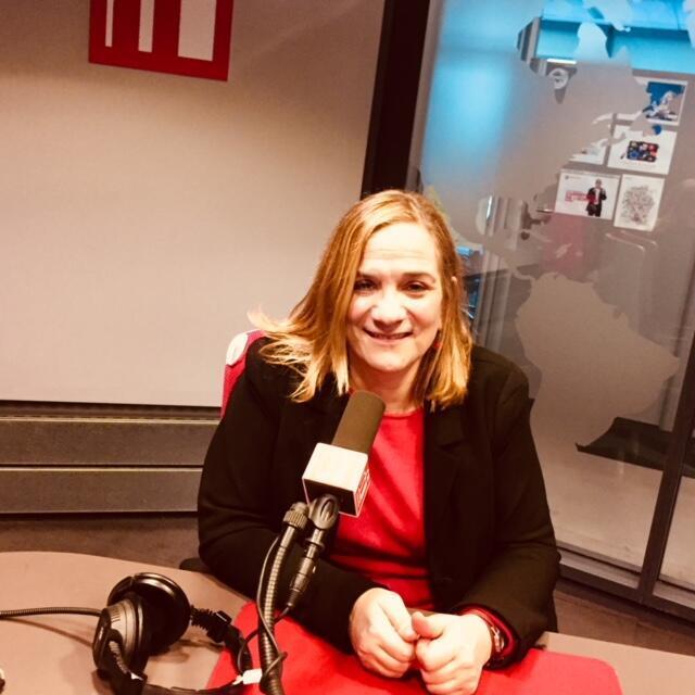 La romancière américaine Tracy Chevalier en studio à RFI (février 2019).