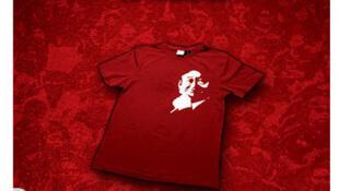 Couverture du livre «Les chemises rouges de Thaïlande» d'Eugénie Mérieau.