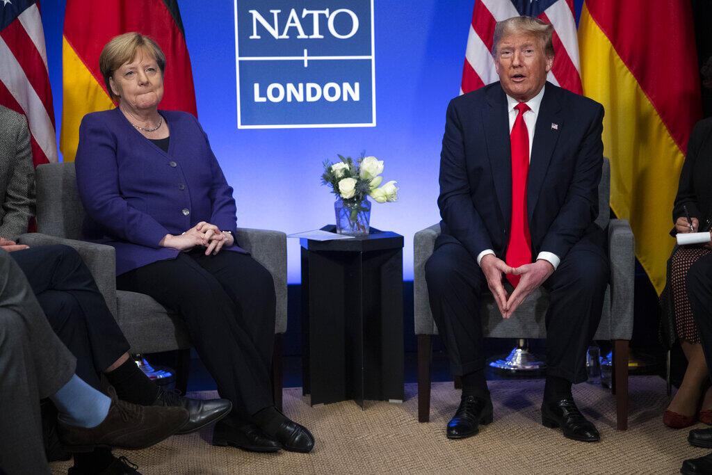 O presidente americano e a chanceler Angela Merkel durante uma reunião de líderes da Otan, realizada em dezembro de 2019, em Londres, que expôs os atritos entre os europeus e Donald Trump.