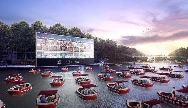 Cinema ao ar livre na bacia de La Villette para a abertura da Paris Plage 2020
