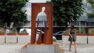 La statue a été installée dans un quartier bobo du sud de Moscou.