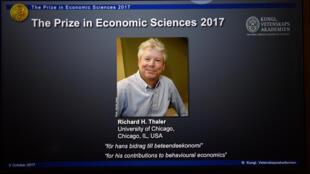 O Prêmio Nobel de Economia foi atribuído, nesta segunda-feira (9), ao americano Richard H. Thaler, da Universidade de Chicago, por seus trabalhos sobre os mecanismos psicológicos e sociais que operam nas decisões dos consumidores, ou investidores.