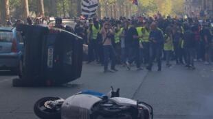 "Paris, no dia 20 de Abril durante o acto XXIII dos ""coletes amarelos""."