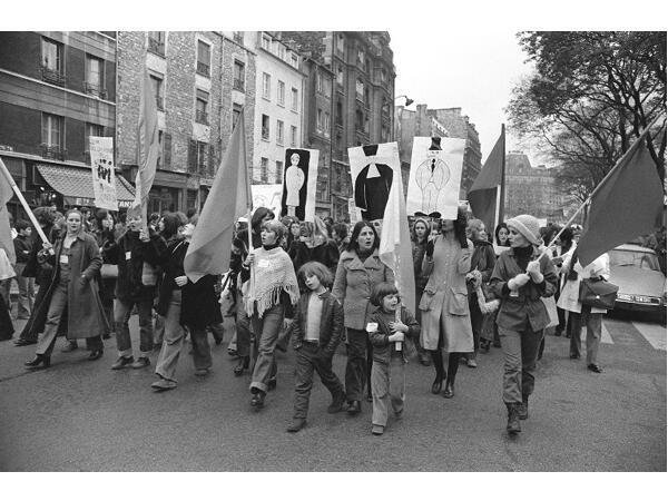 À Paris, le 25 novembre 1972, une manifestation organisée par le MLF pour exiger «l'avortement et la contraception libres et gratuits».