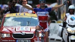 Thomas Voeckler wins the 15th stage on Monday