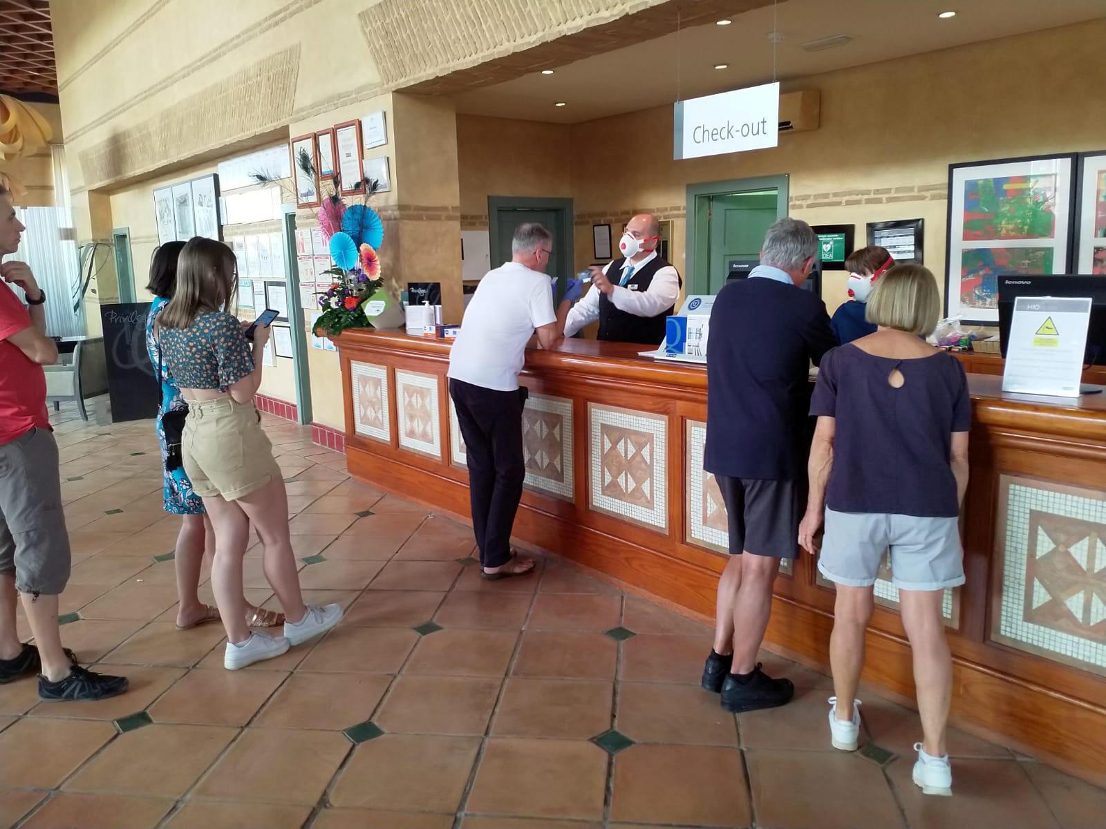 Отель H10 Costa Adeje Palace, где 25 февраля из-за коронавируса изолировали сотни туристов.