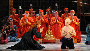 "Cena do musical ""The King and I"", em cartaz em Paris."