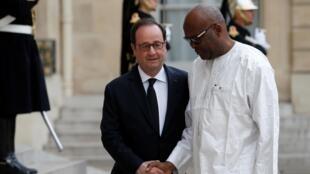 Le président du Burkina Faso Roch-Marc Christian Kaboré a été reçu par le président français François Hollande, à l'Elysée, le 14 avril 2017.