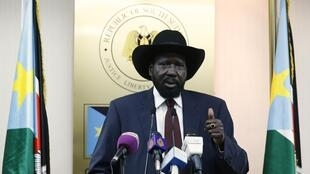 Rais wa Sudan Kusini, Salva Kiir, azitaka pande zinazohasimiana kuweka silaha chini.