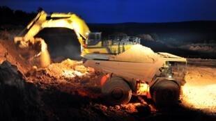 La CBG procède à de l'extraction de la bauxite, à Sangaredi.