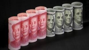 Đô la và đồng nhân dân tệ của Trung Quốc.