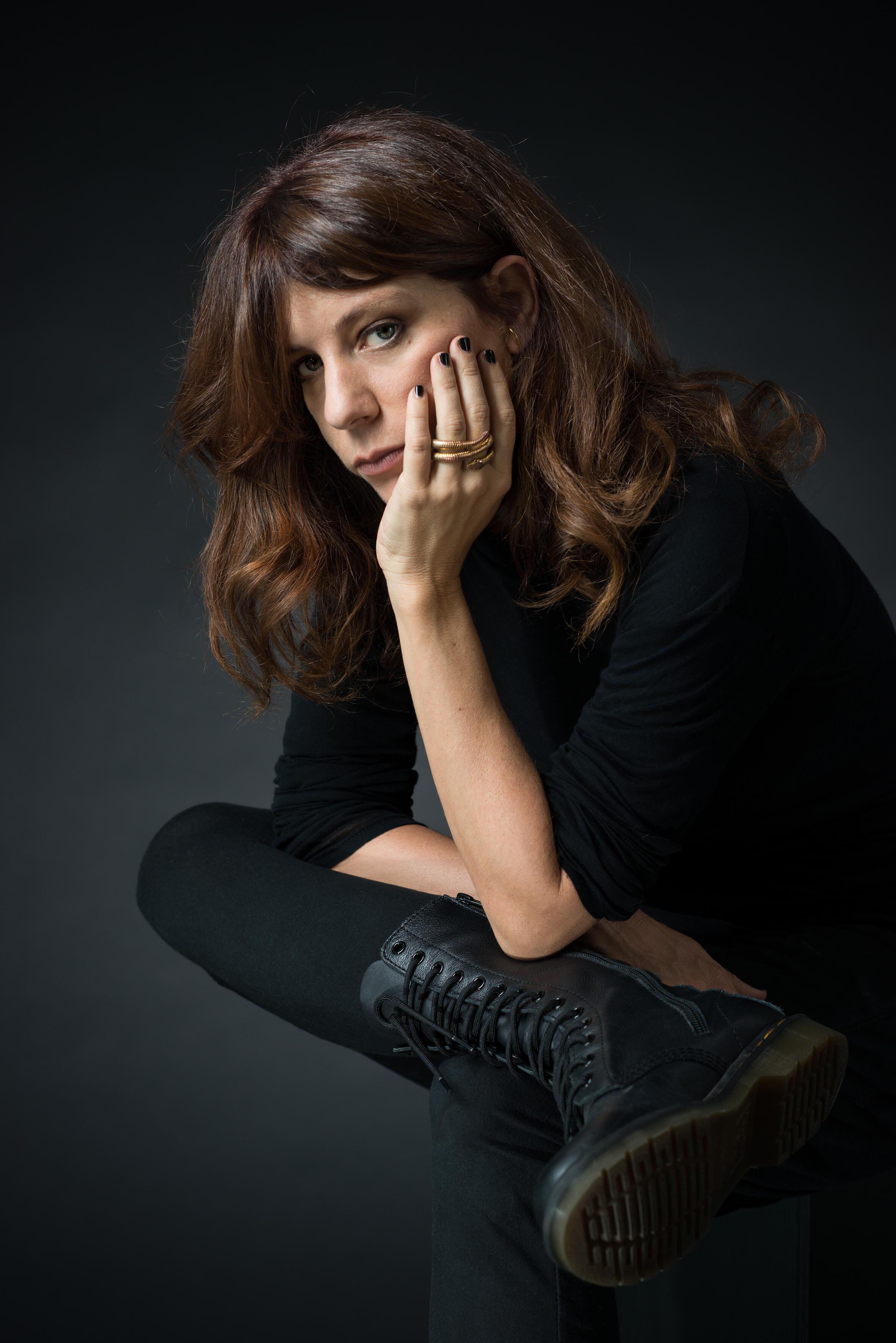 Portrait de Sarah Chiche, à l'occasion de la sortie de son roman «Les enténébrés» aux éditions du Seuil.