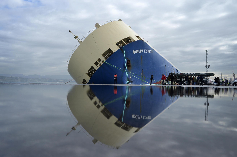 Un petrolero a la deriva (foto para ilustrar).