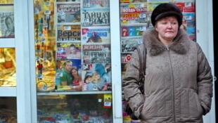 Un kiosque à journaux à Moscou, en Russie.