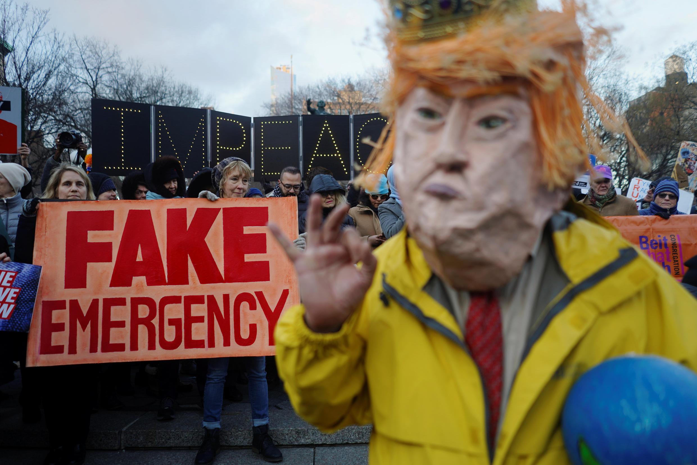 """Protesto contra o presidente dos EUA, Donald Trump, no """"Dia dos Presidentes"""" em Nova York, EUA. 18/02/ 2019."""