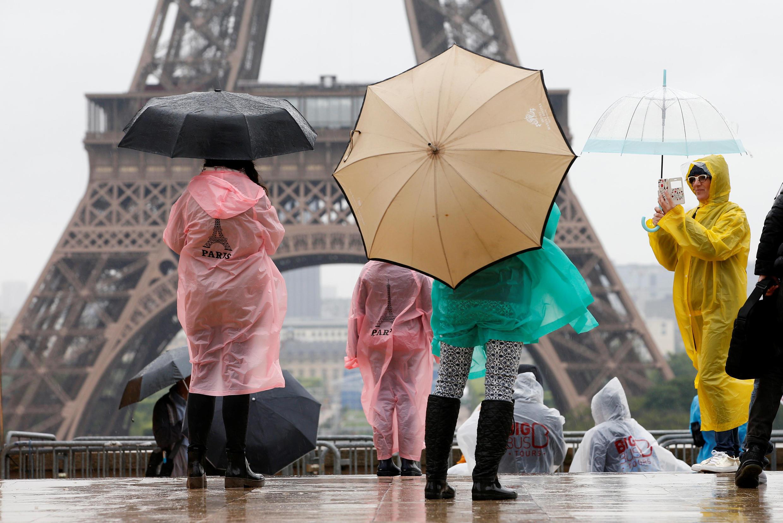 Устроившие теракт в испанском Камбрильсе дважды побывали у Эйфелевой башни в Париже всего за несколько дней до нападения